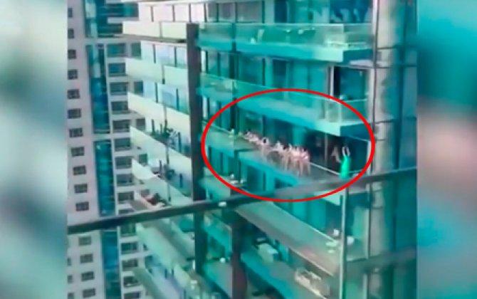 Dubayda otelin balkonunda çılpaq şəkillərlə poz verən qızlar həbs edilib - VİDEO