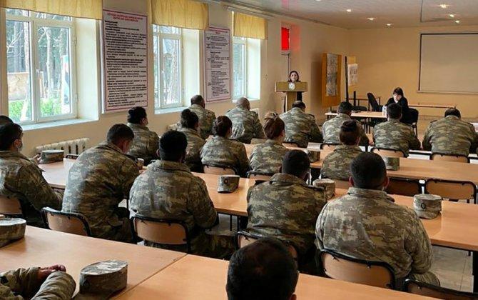 Hərbi qulluqçular üçün seminarlar keçirilir