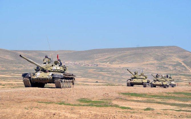 Tank bölmələrinin intensiv döyüş hazırlığı məşğələləri keçirilir - VİDEO