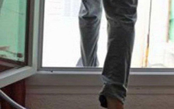 Gəncədə 54 yaşlı kişi özünü binadan ataraq intihar edib