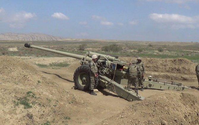 Raket-artilleriya batareyalarının döyüş atışlı taktiki təlimləri keçirilir - VİDEO