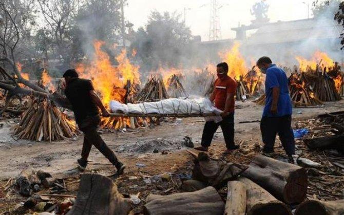 Hindistanda koronavirus dəhşəti: İnsan cəsədləri küçələrdə yandırılır - FOTOLAR