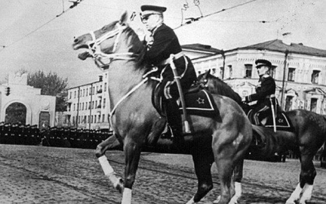 Şahə qalxan atdan sıçrayan Jukov, Stalinin qəzəbi, Beriyanın istehzası – həmin hadisədən 70 il ötür