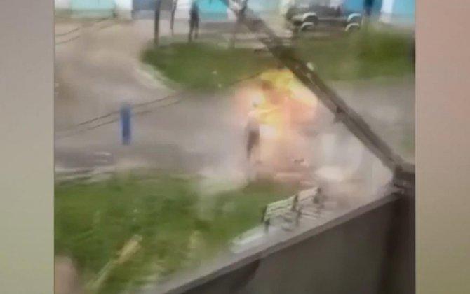 Əl bombası ilə polisləri təhdid etdi, bomba əlində partladı - VİDEO
