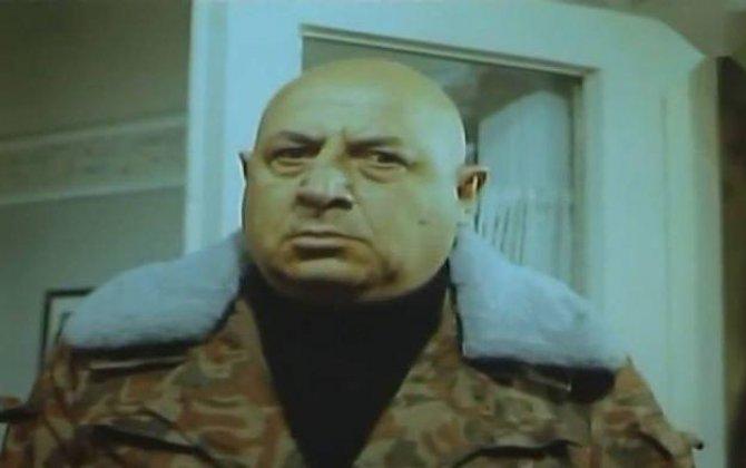 """""""Məlik Dadaşov ucadan dedi ki, yeznə, bir dur ayağa, görüm...""""-Replika"""
