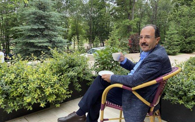 """""""Xarı Bülbül"""" hotelinin bağçasında bir fincan qəhvə... – FOTO"""