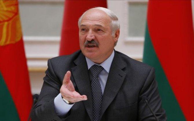 Lukaşenko müxalifət lideri Tixanovskayanı söydü -