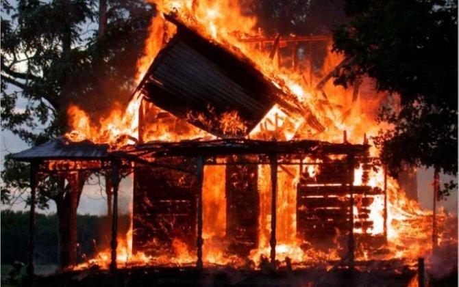 Sumqayıtda ata oğlunun evini yandırdı