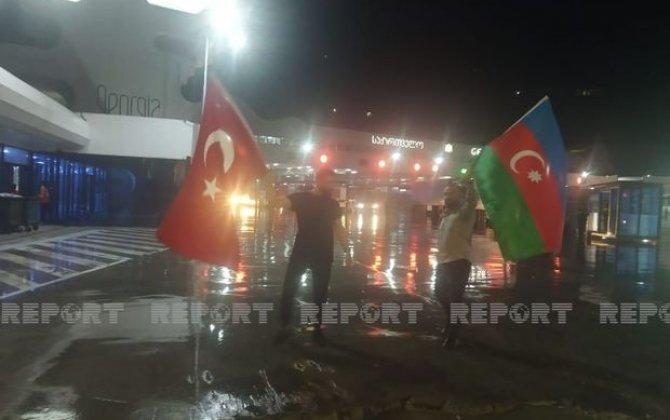 Azərbaycanın yanğınsöndürənlərinin növbəti qrupu Türkiyəyə çatıb - FOTOLAR