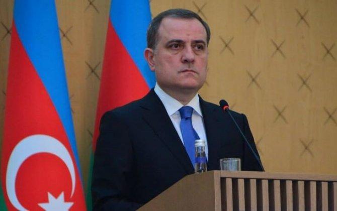 Ceyhun Bayramov fransalı həmkarını Ermənistanın talançılıq siyasəti barədə məlumatlandırıb