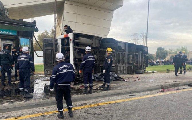 Bakıda yük maşını avtobusa çırpılıb, 5 nəfər ölüb, çox sayda yaralı var - FOTO
