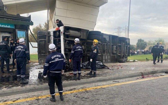 Aeroport yolunda qəzada ölənlərin adları açıqlanıb, 25 nəfər yaralanıb