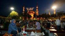 Ramazan ayı bizi qəflət yuxusundan oyatmağa gəlib...