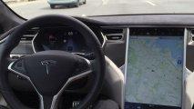 """""""Tesla""""nın sürücüsüz avtomobilinə minənlər həyatını itirdi"""