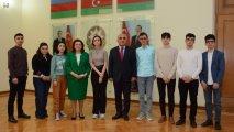 UNEC rektoru Prezident təqaüdçüləri ilə görüşüb - FOTO